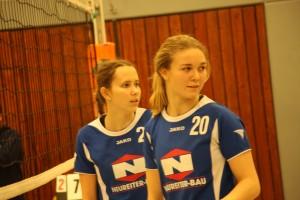 Konzentriert am Netz: Annika Zeyer und Bettina Hirle