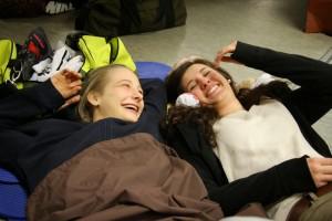 Lachende Gesichter im Verletztenlager: Christina Altenburger und Laura Geiß